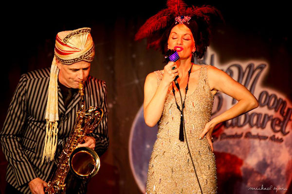The Blue Moon Cabaret in eindhoven / the decadent burlesque soiree